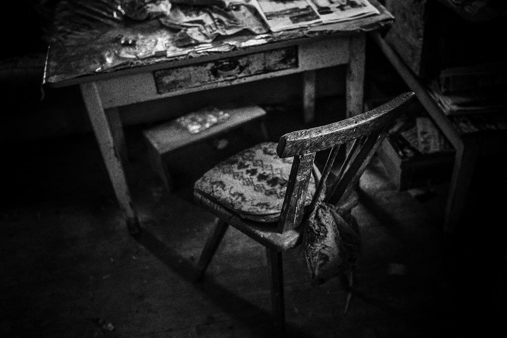 """© Stefan Winkelhöfer. Aus der Serie """"Hans"""" Tisch und Stuhl"""
