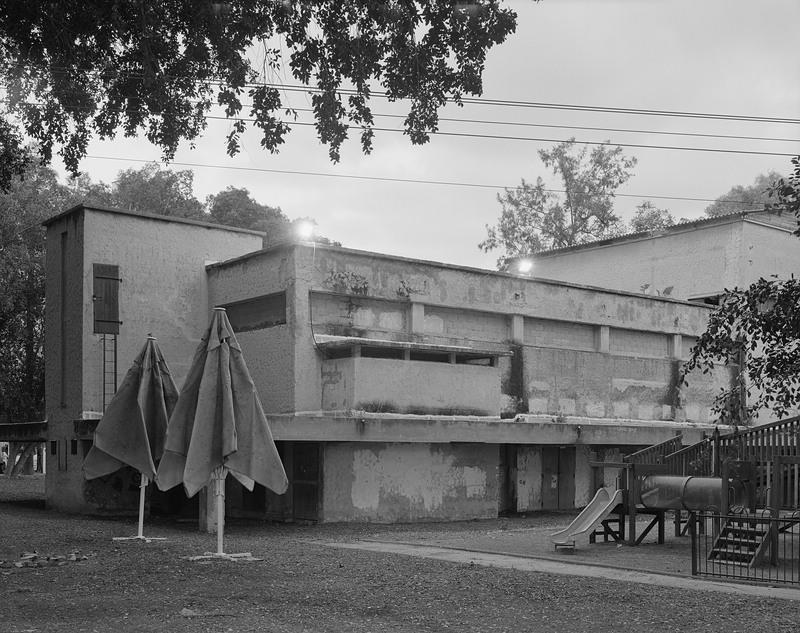 Gebäudekomplex, Schwarzweissaufnahme von Sharon Ya'ari, courtesy Kunstmuseen Krefeld
