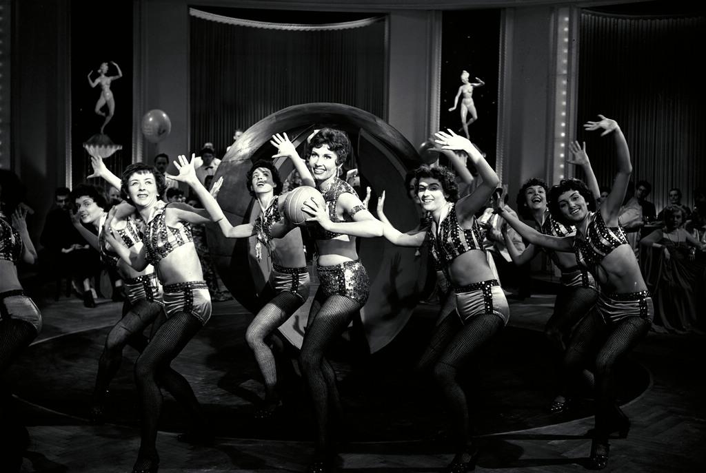 Bild aus dem Film A Csodacsatá. Zur Ausstellung Blue Skies, Red Panic: Die 1950er Jahre in Europa